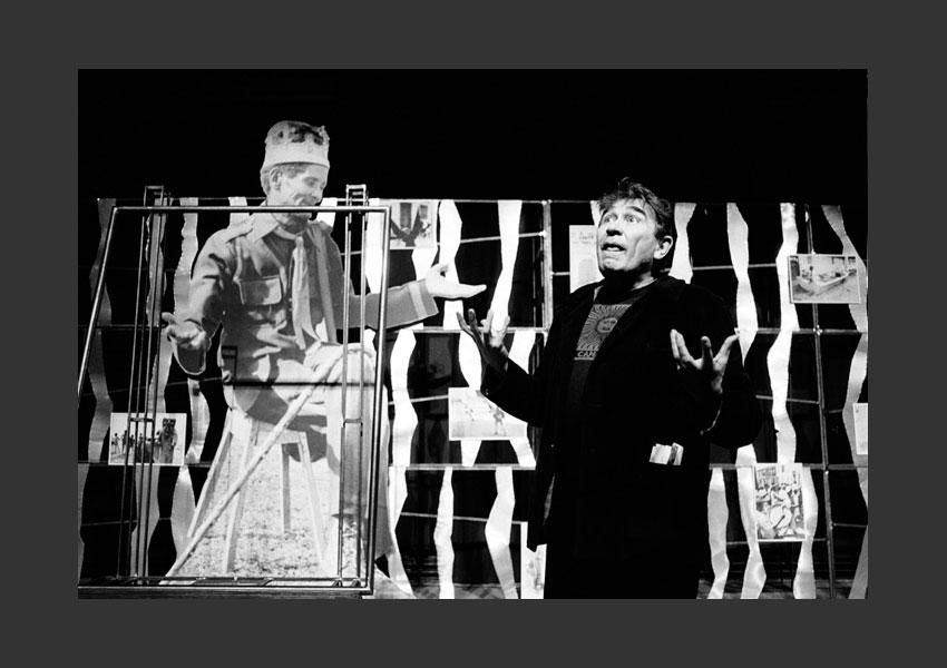 """""""Gigantographies d'Haïti"""" à l'Archéoptéryx, Atelier de Création Populaire sous la direction d'Armand Gatti, Toulouse mai 1983."""