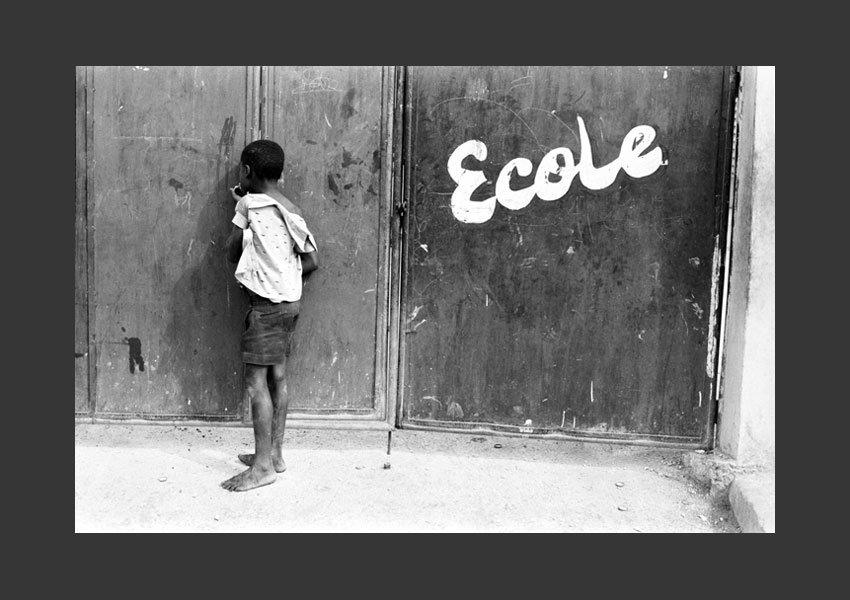 """""""L'école"""". Enfant rêvant d'aller à l'école, quartier de Bel Air, Port au Prince Haïti 1982."""