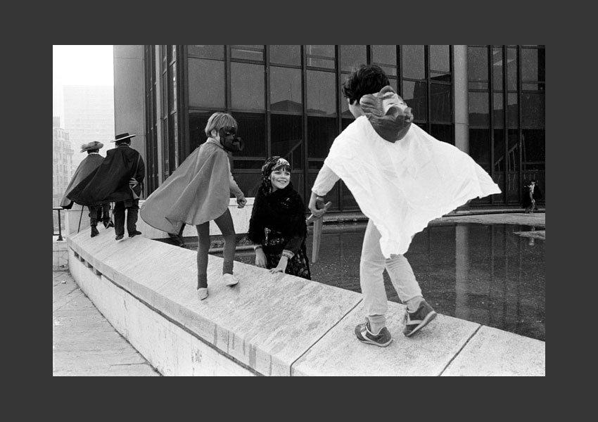 Carnaval des enfants, Place des Poètes, Montparnasse. Paris 1982.