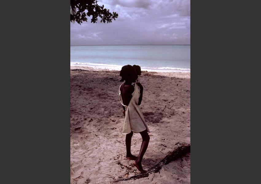 Fillette sur la plage, Port Salut, Haïti 1985.