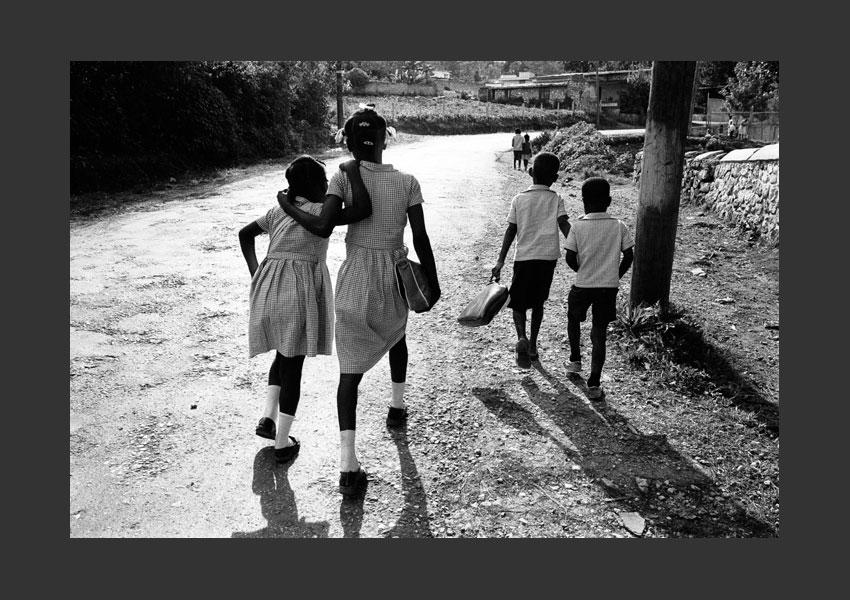 Sur le chemin de l'école, route de Kenskoff, Haïti 1982.