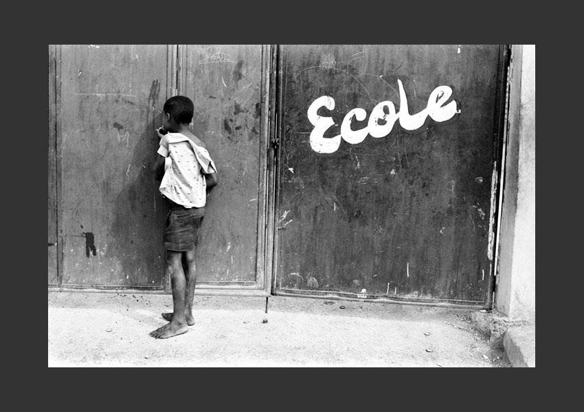 'L'école'. Enfant rêvant d'aller à l'école, quartier de Bel Air, Port au Prince Haïti 1982.