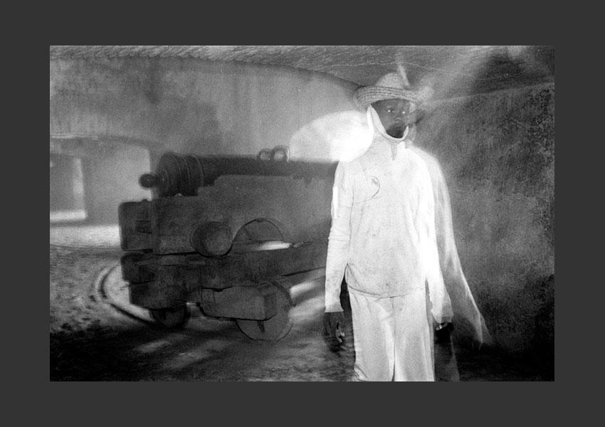 'Le fantôme de la citadelle'. Dans les remparts de la Citadelle Laférrière, Haïti 1982.