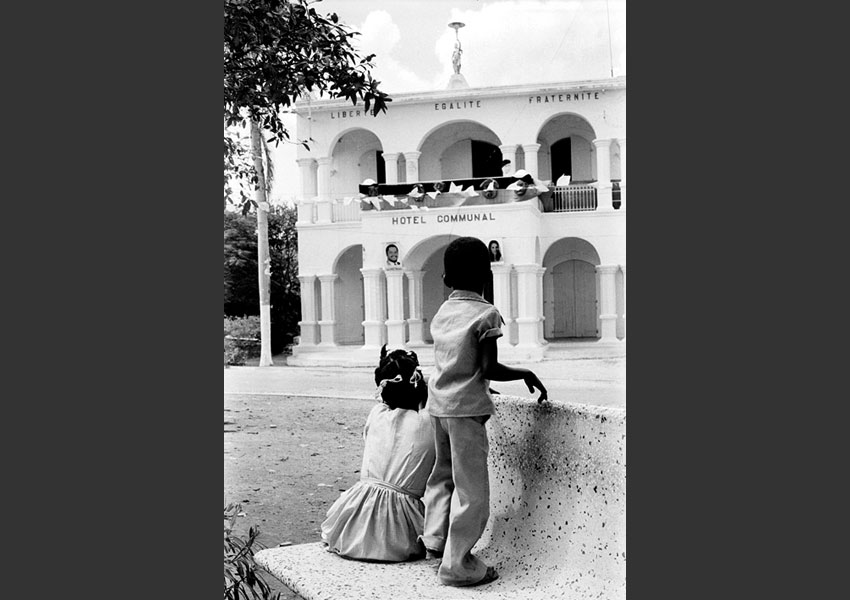 Enfants, Hôtel de ville, Jacmel Haïtil 1982.