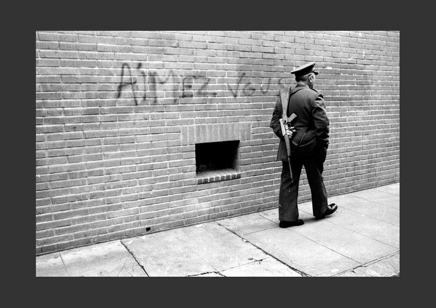 Vigile d'une banque, Toulouse mai 1983.