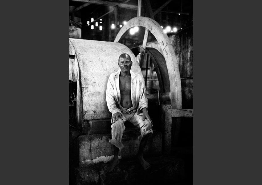 Ouvrier, distillerie Bellevue, Marie Galante 1985.