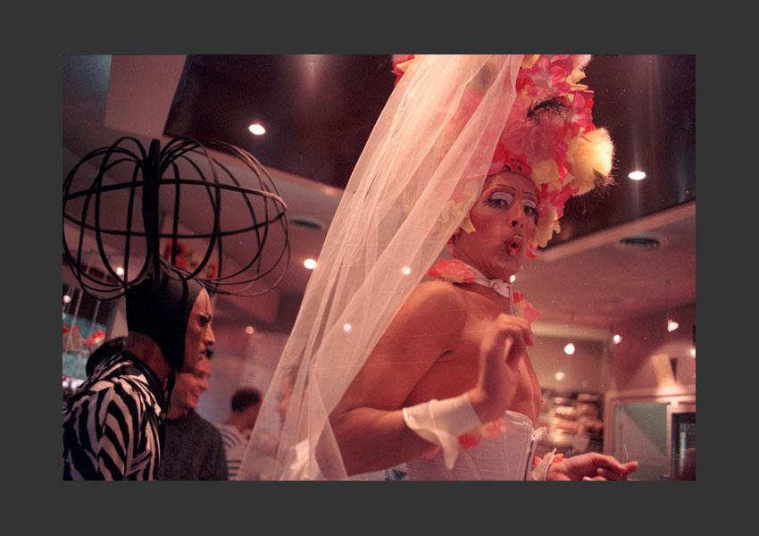 Gay et Lesbiennes Pride, Place de la Nation, Paris 22 juin 1996.
