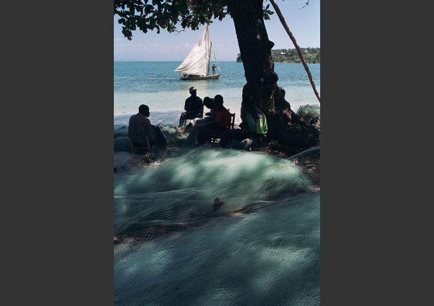 Plage de Caye Koq, le lendemain d'une attaque de pirates. Ile à vache, Haïti février 2004.