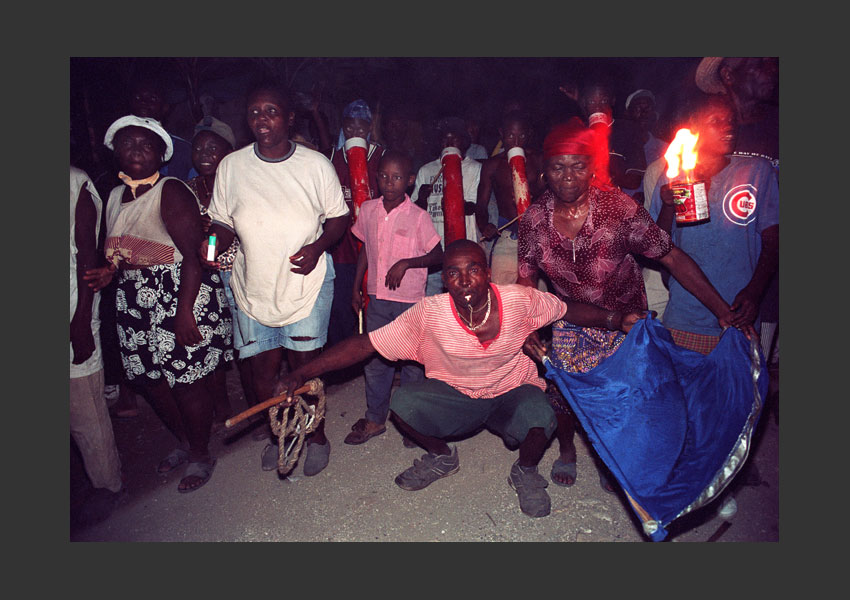 """Raras de l'espoir"", bandes de carnaval pendant l'insurrection contre Aristide. Hauts de Jacmel, Haïti mars 2004."