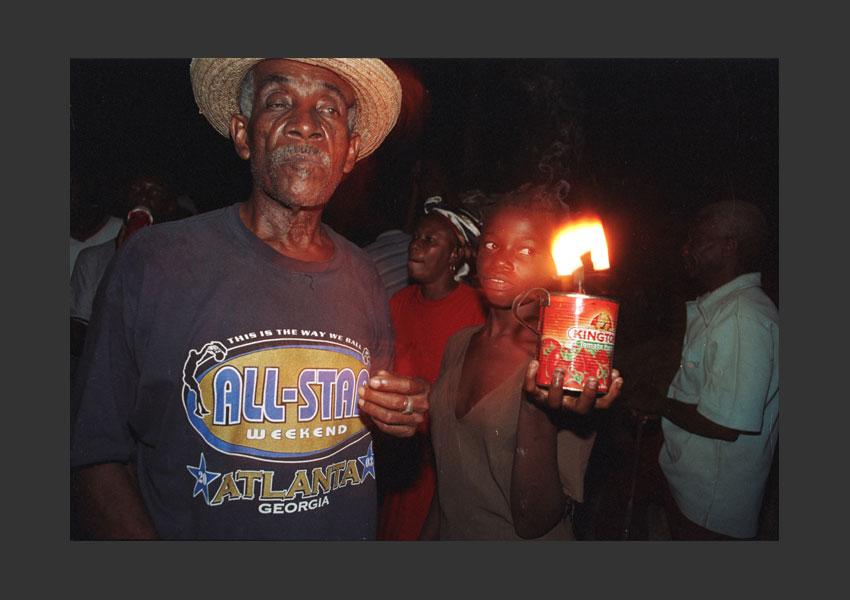 """La fin de la nuit"". Raras, bandes de carnaval, pendant l'insurrection contre Aristide. Hauts de Jacmel, Haïti mars 2004."