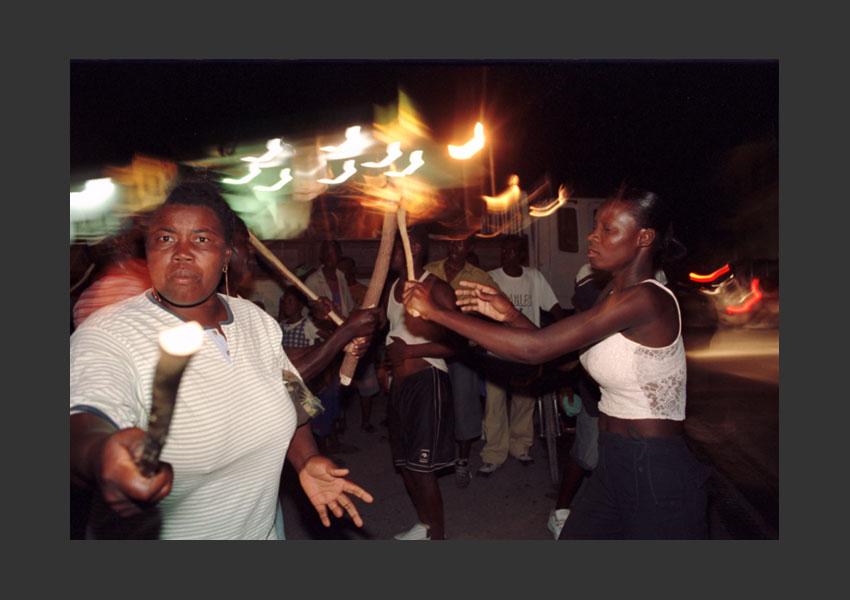 Carnaval de Jacmel, pendant l'insurrection contre Aristide. Haïti février 2004.