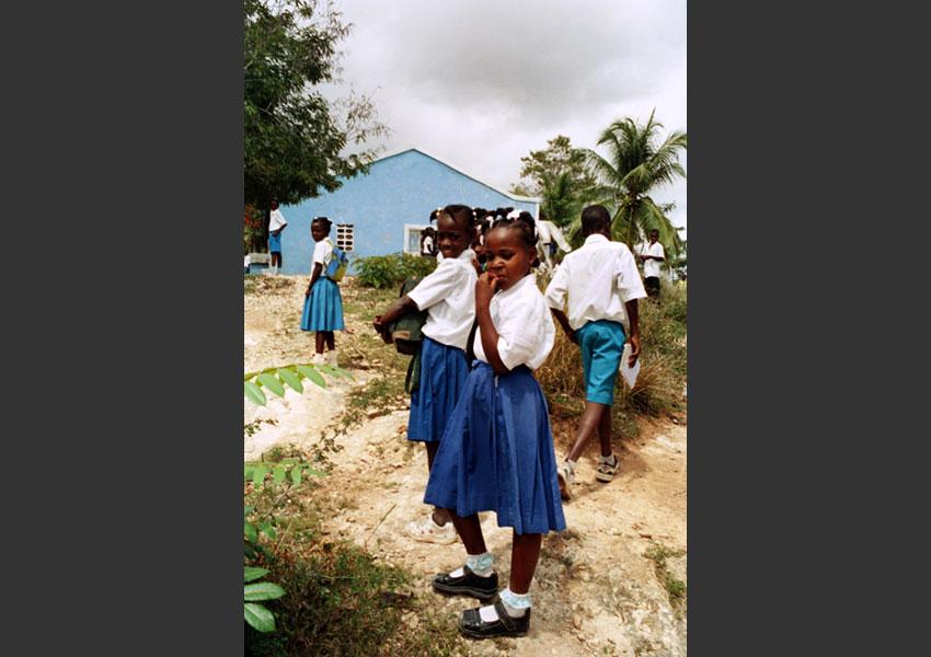Rentrée des classes annonçant la fin de l''insurrection contre Aristide.  Les Hauts de Jacmel, Lundi 15 Mars 2004. Haïti.