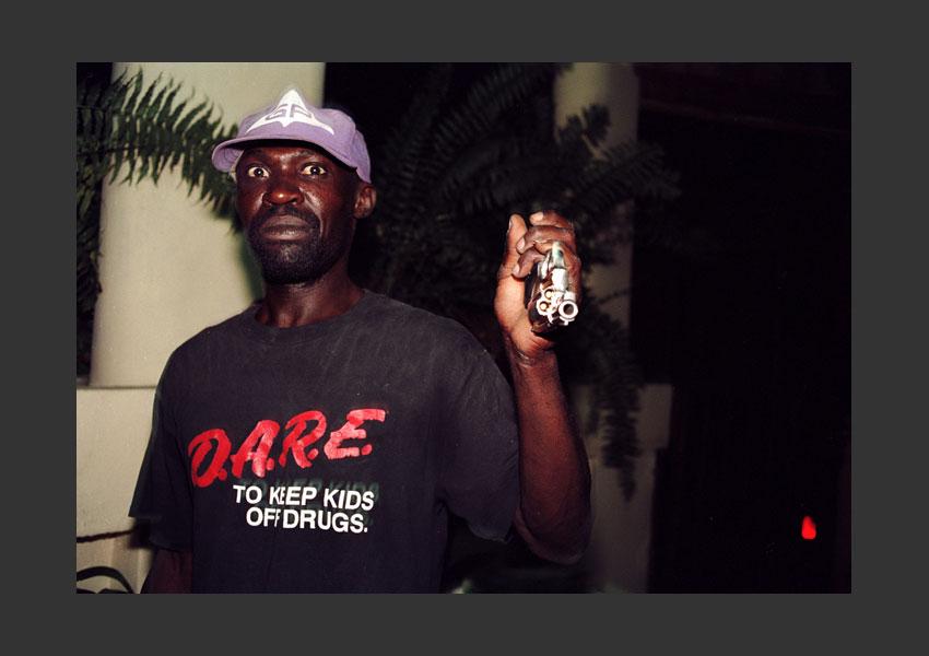 Baba, gardien de maison à Pétionville pendant l'insurrection contre Aristide. Haïti mars 2004.