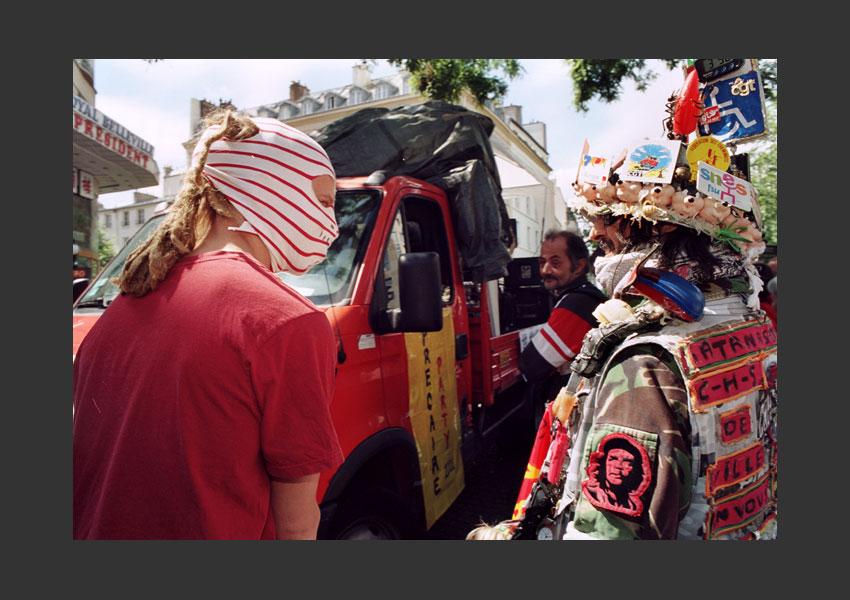 Street-party des précaires. Belleville, Paris le dimanche 20 juin 2004.