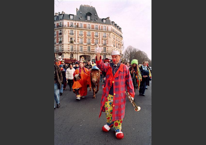 """"""" La Promenade du Bœuf Gras """", carnaval du 20ème arrondissement . De Gambetta à Belleville, Paris février 2005."""