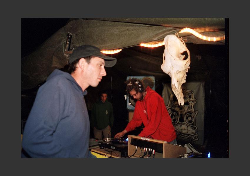 Guingouin.Maki.Revival (Teknival du Sud). Base militaire de Crucey, France du 26 au 29 août 2005.