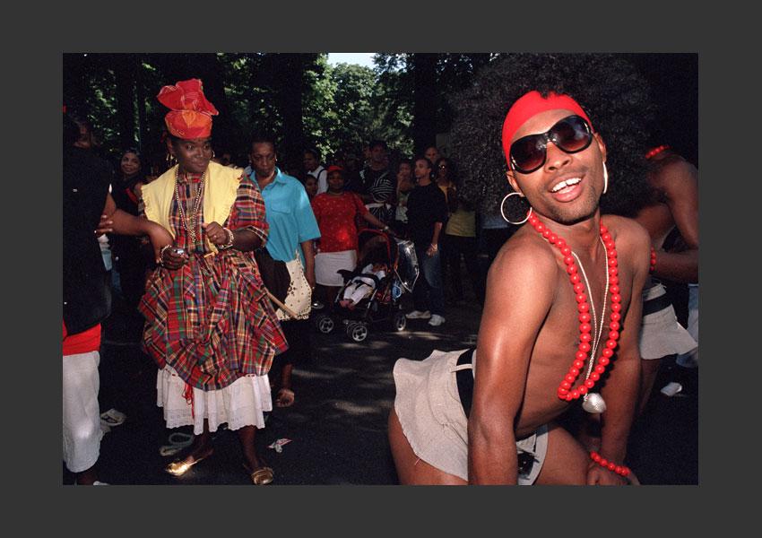 Carnaval Tropical, sur le thème : « le carnaval de toutes les couleurs ». De Bastille à la porte Dorée, Paris le 7 juillet 2007.