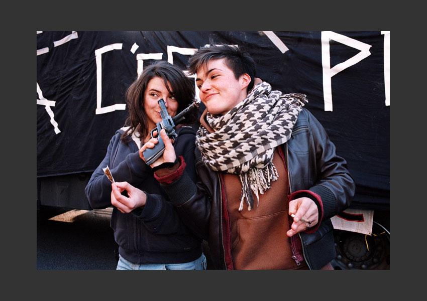 « Nous sommes tous des terroristes » Manifestive de Luxembourg à la place Denfert Rochereau, Paris janvier 2009.
