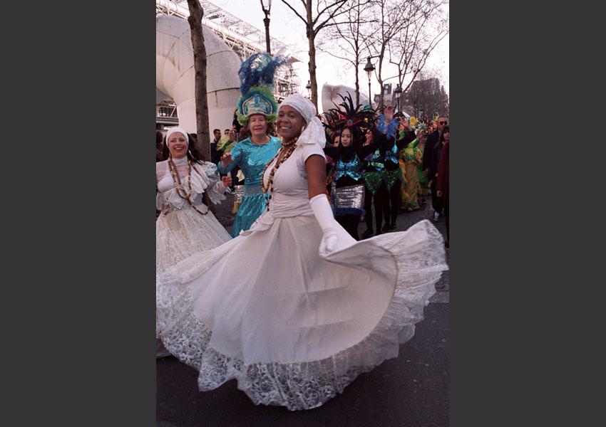 Carnaval des Femmes ; la Fête des Blanchisseuses datant du XVIII siècle remise au goût du jour. De Châtelet à la place des Vosges, Paris le 15 mars 2009.