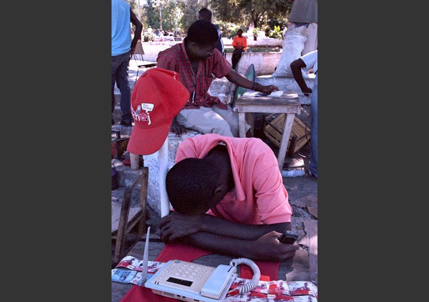 Loueur de téléphone, Pétionville, Haïti décembre 2009.