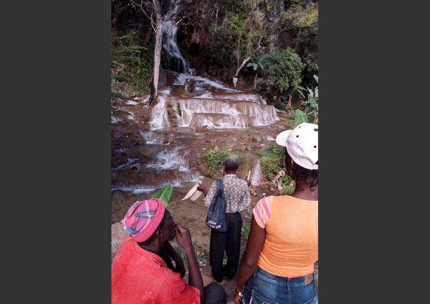 Prières à Saut d'eau, Haïti 2009.